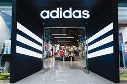 Adidas tưng bừng giảm giá trong ngày độc thân 11/11/2019 Trung Quốc