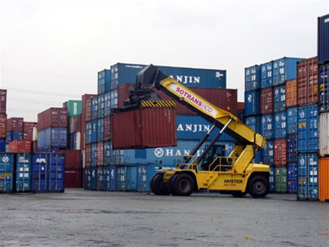 Càng chuyên nghiệp hóa trong việc cung ứng dịch vụ thì chi phí logistics sẽ càng giảm.