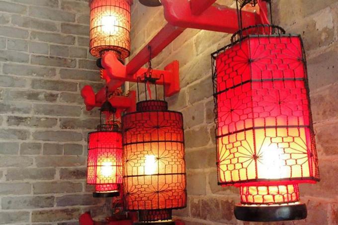 Đèn lồng điêu khắc gỗ