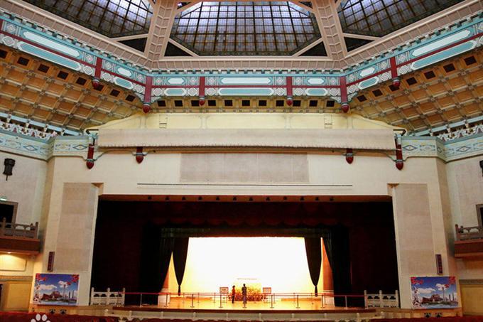 Sân khấu trong nhà hát