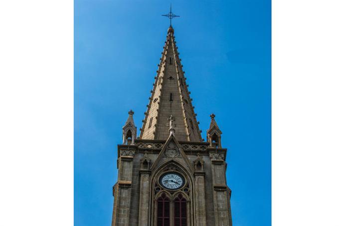 Phần đỉnh tháp nhà thờ
