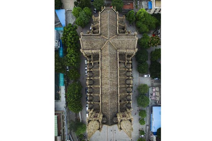 Nhà thờ nhìn từ trên cao
