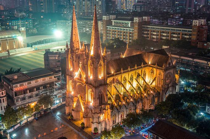 Nhà thờ khi về đêm
