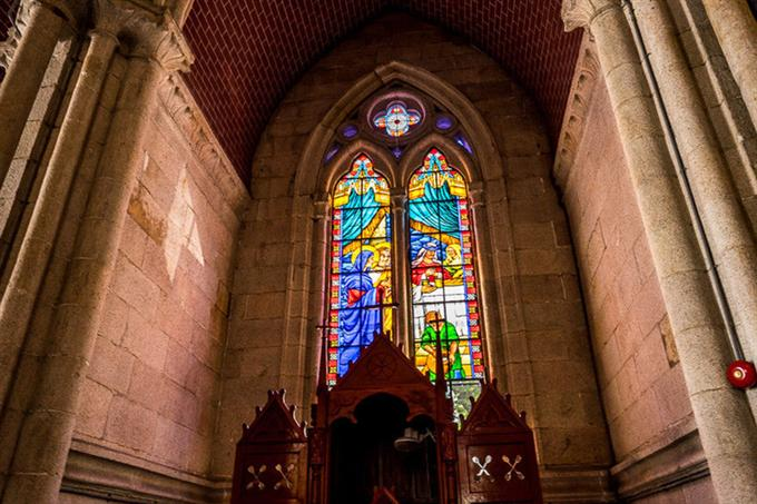 Một góc cửa sổ nhà thờ