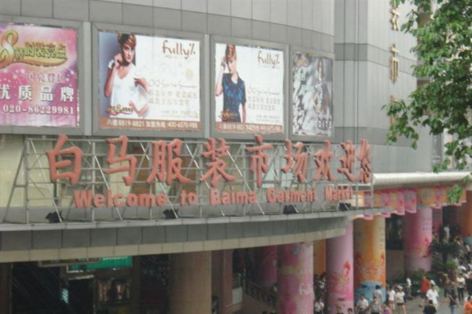 Chợ bán buôn quần áo Bạch Mã