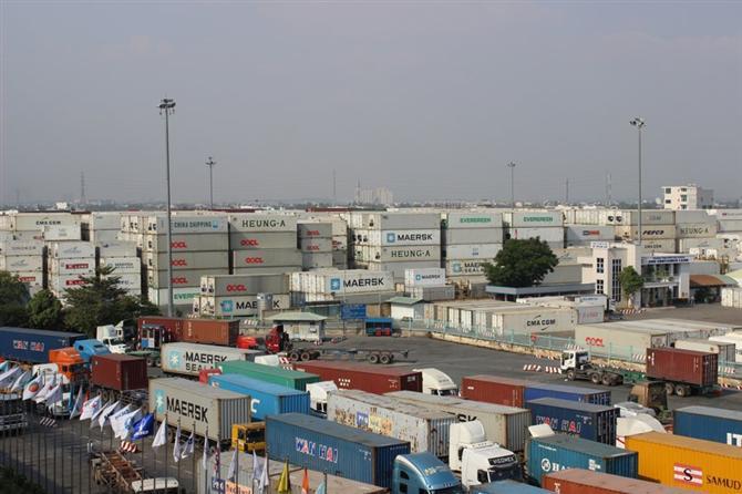 Sẽ xem xét hạn chế lượng hàng qua các cảng ở TPHCM
