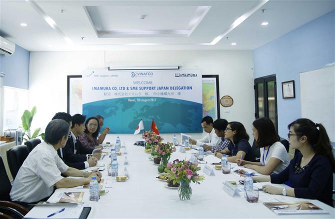 VINAFCO - Ông Nguyễn Hoàng Giang – Tổng Giám đốc Công ty Cổ phần Vinafco trả lời câu hỏi từ ông Willy Lin - Chủ tịch Ủy ban Cơ sở hạ tầng và Xúc tiến thương mại LOGSCOUNCIL.