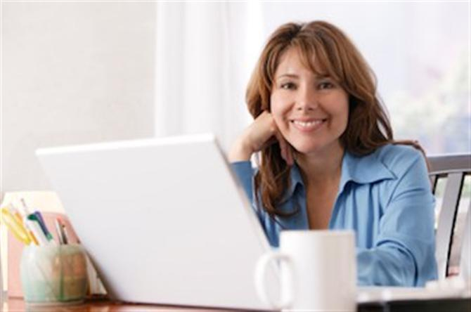 home_office-girl-with-laptop