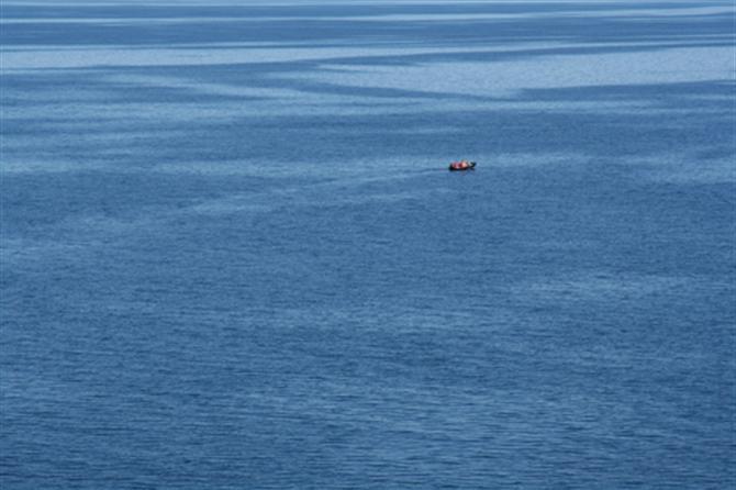http://fengshuiandprosper.com/wp-content/uploads/2012/07/alone-in-ocean.jpg