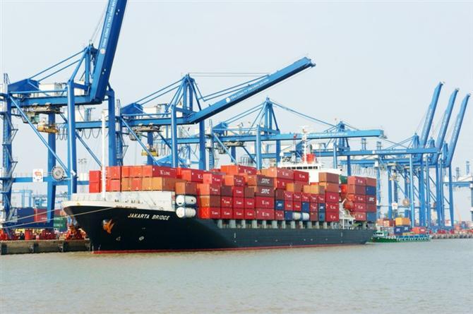 phí và phụ phí vận tải biển